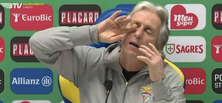 Jorge Jesus na conferência de imprensa posterior ao Estoril-Benfica
