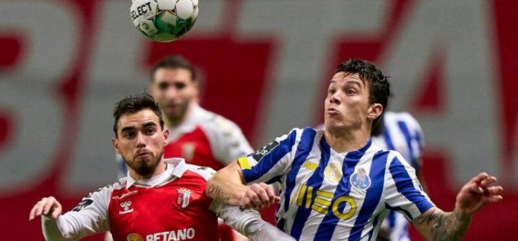 Matheus Uribe e Ricardo Horta disputam uma bola no SC Braga-FC Porto